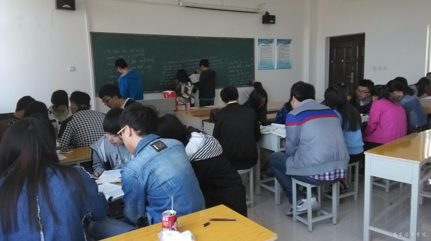 《大学英语》课堂的分组讨论和小组合作学习
