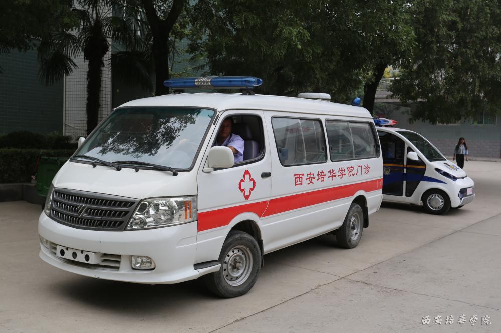 杜渐 西安培华学院/学生现场进行消防演练